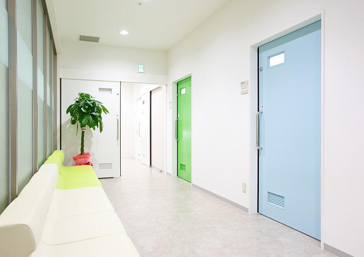 福永記念診療所待合廊下
