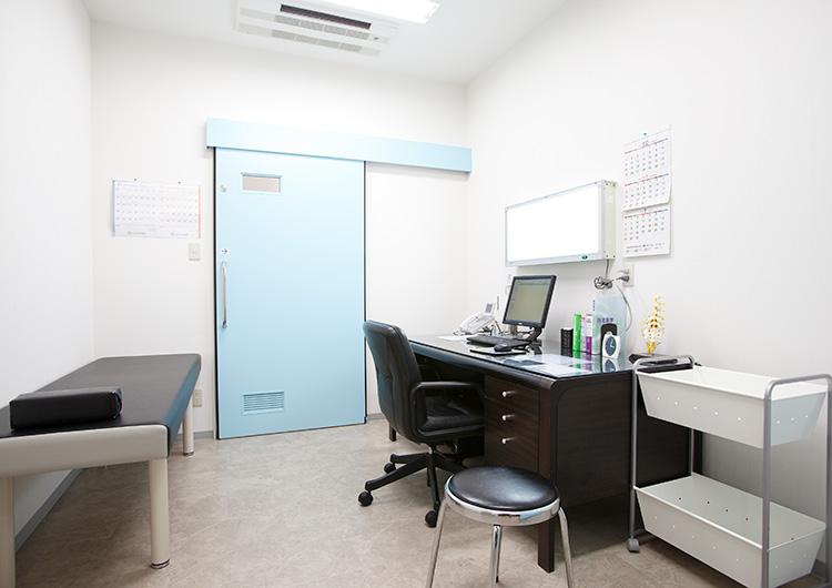 福永記念診療所診察室